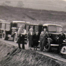 1953 - Newton-le-Willows Quarry (L - R) Chas. holding Barbara, Elsie, Barry, Benny Farne, Alf Proctor