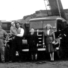 1953 - Newton Quarry (L - R) Benny Farne, Chas. holding Barbara, Barry, Elsie and Alf Proctor